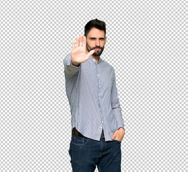 Eleganter mann mit dem hemd, das endgeste macht, eine situation ablehnend, die falsch denkt