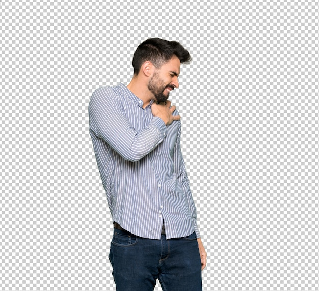 Eleganter mann mit hemd, das unter schmerzen in der schulter leidet, weil er sich bemüht hat