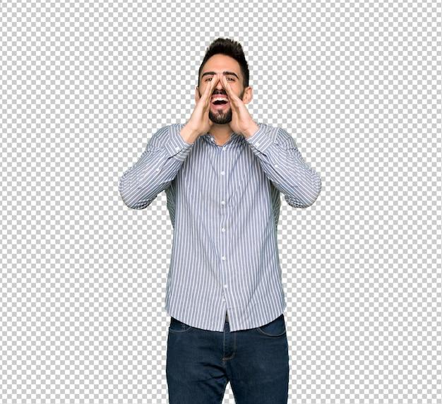 Eleganter mann mit hemd etwas schreien und ankündigen