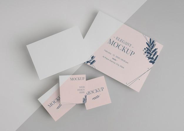 Elegantes einladungs-mock-up-arrangement