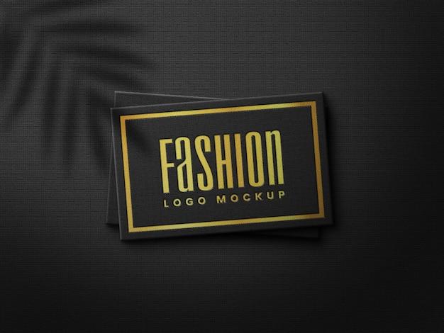 Elegantes gold gepresstes realistisches visitenkarten-logo-modell