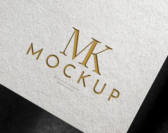 Elegantes logo-modell auf einem weißen papier