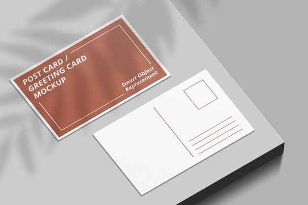 Elegantes postkartenmodell mit schattenüberlagerung