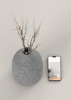 Elegantes sortiment mit mock-up-smartphone und vase