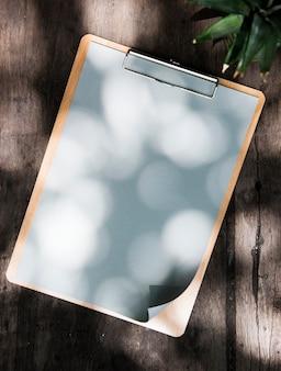 Entwurfsraum auf papierklemmbrett