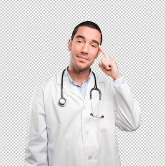 Ernster junger doktor, der eine konzentrationsgeste tut