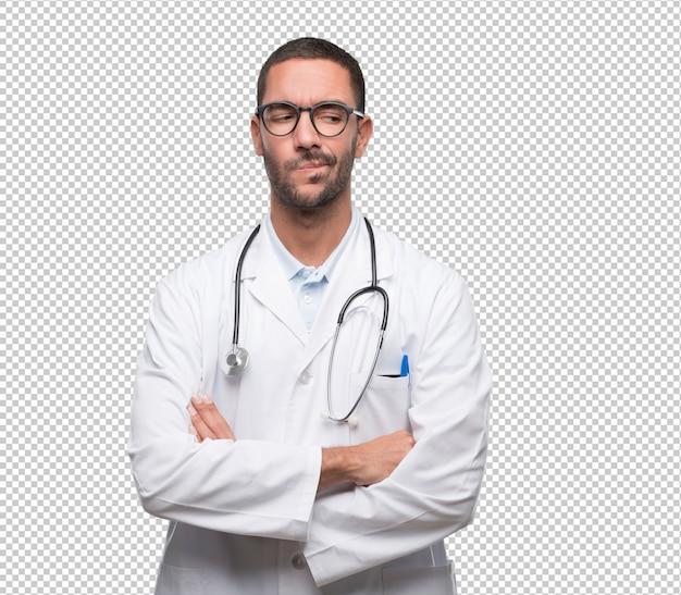 Ernster junger doktor, der mit einer geste des zweifels schaut