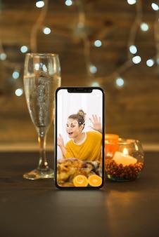 Erntedank-modell mit smartphone