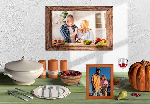 Erntedank-szene-erstellerkonzept mit familienrahmen