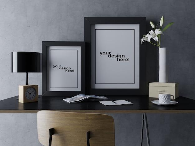 Erstklassiger doppelter plakat-rahmen verspotten herauf die design-schablonen, die porträt auf eleganter tabelle am modernen innenarbeitsplatz sitzen