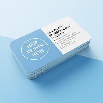 Erstklassiger realistischer stapel horizontale visitenkarte 90x50 millimeter mit modell-design-schablone der abgerundeten ecke in der perspektivenansicht