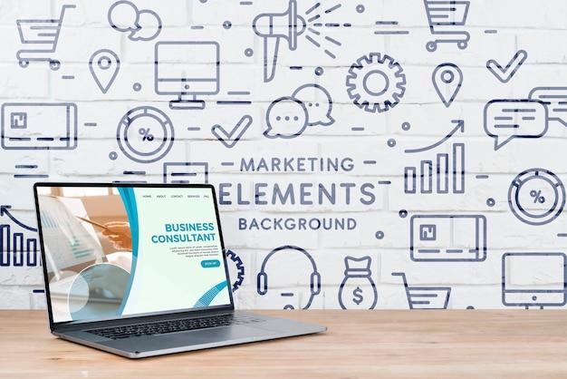 Exemplar-laptop auf schreibtischmodell