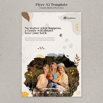 Familie mit eltern und kindern flyer-design-vorlage