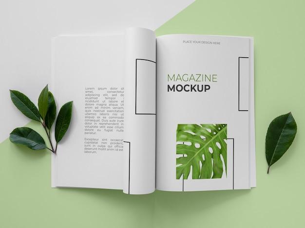 Flach gelegtes naturmagazin-cover-modell mit blättern