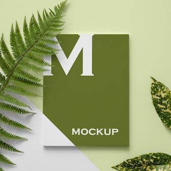 Flach gelegtes naturmagazin-cover-modell mit blattanordnung