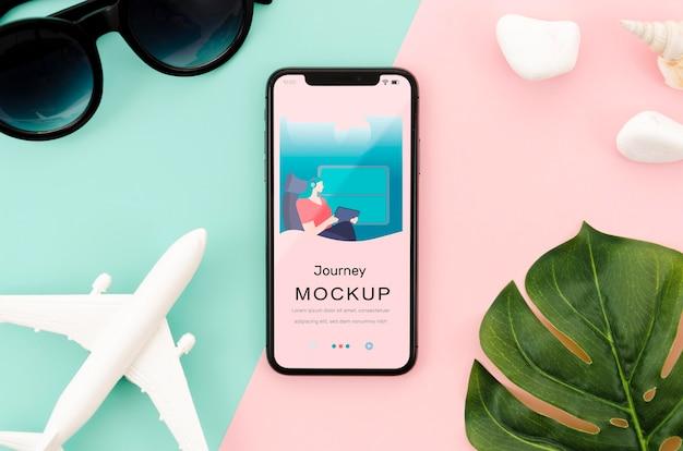 Flach gelegtes smartphone-modell mit blatt