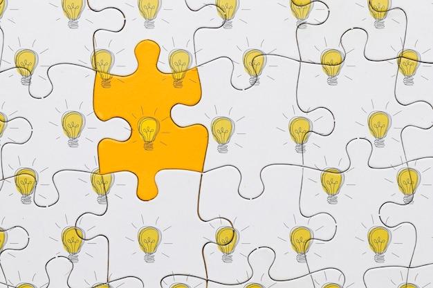 Flach legen puzzle mit glühbirnen