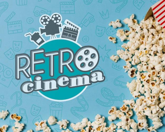 Flache kinokomposition mit popcorn