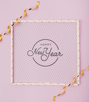 Flache neujahrsbeschriftung mit einfachem rahmen