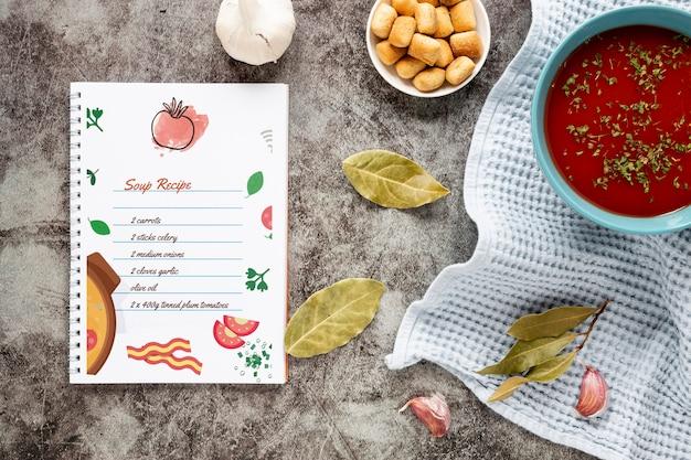 Flache suppe mit zusammensetzung der zutaten und rezeptmodell