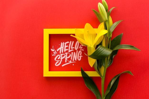 Flaches lay-frame-modell mit frühlingsblumen