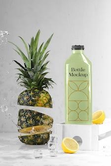 Flasche mit ananas mockup