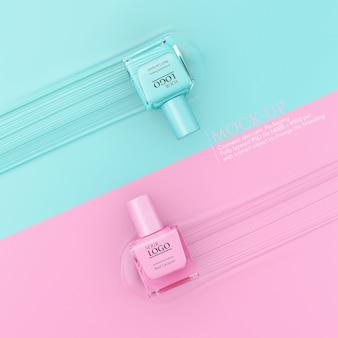 Flasche nagellackmodellschablone auf pastellhintergrund.