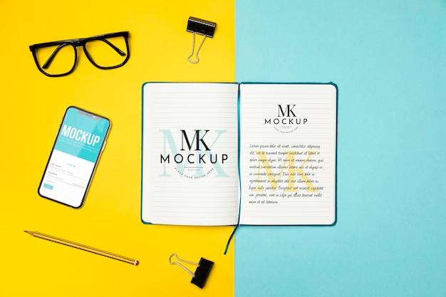 Flat-lay-notebook und geräteanordnung