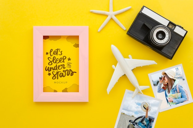 Flat lay reisekonzept mit alter kamera