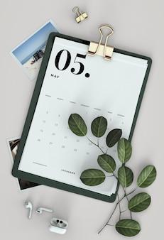 Flat lay zwischenablage kalendermodell