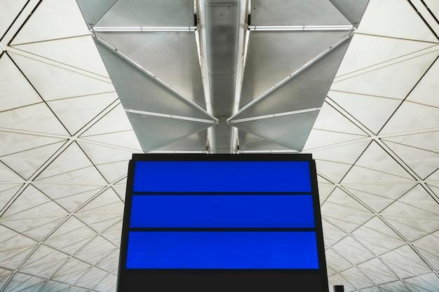 Flugstatusanzeige am flughafen