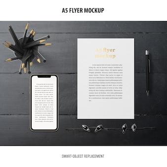 Flyer mockup in einem desktop