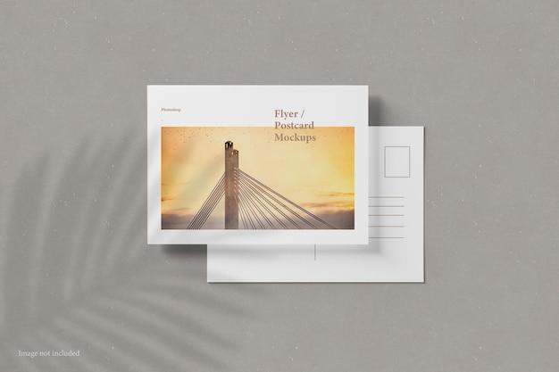 Flyer und postkartenmodell draufsicht top