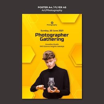 Fotograf, der plakatschablone sammelt