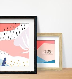 Frames an eine wand gelehnt