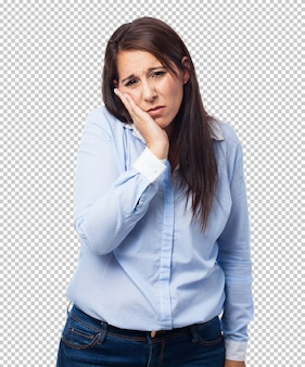 Frau, die zahnschmerzen leidet