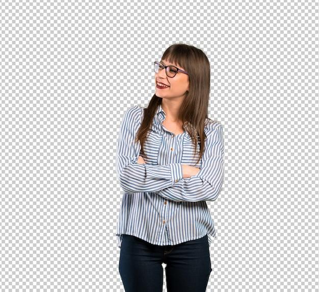 Frau mit brille zur seite schauen