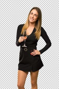 Frau mit dem champagner, der das neue jahr 2019 feiert, aufwerfend mit den armen an der hüfte und am lächeln