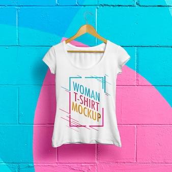 Frauen-t-shirt-modell