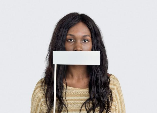 Frauenmund bedeckte verbotenes förderfähiges konzept