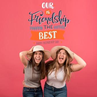 Freunde, die spaß während des freundschaftstages haben
