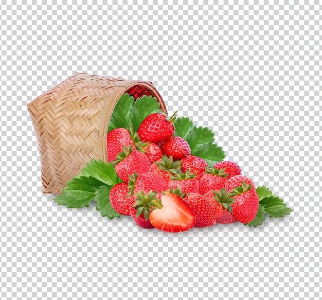 Frische erdbeeren mit blättern im bambuskorb isoliert premium psd