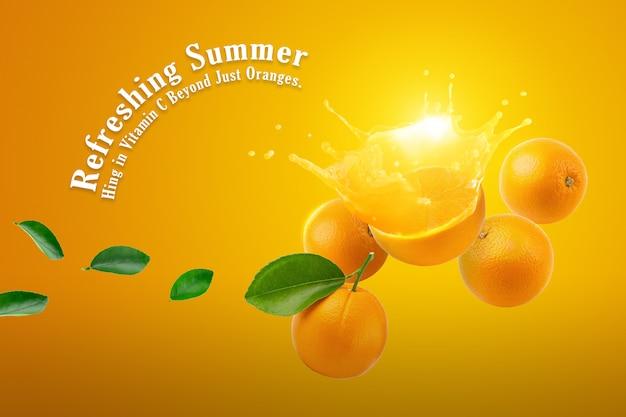 Frische hälfte der reifen orangenfrucht, die auf orange hintergrund spritzt.