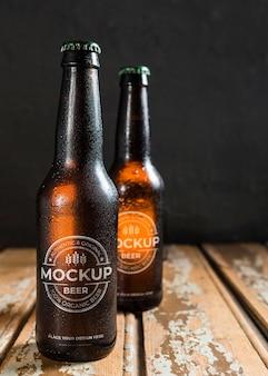 Frisches bier im flaschenmodell-arrangement