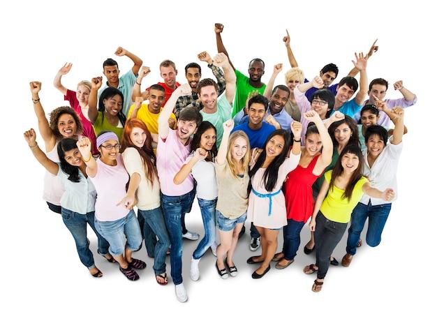 Fröhliche gruppe von verschiedenen studenten