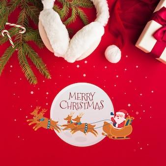 Frohe weihnachten der flachen lage auf weihnachtsrothintergrund