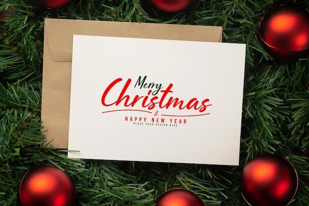 Frohe weihnachten grußkarte und umschlag modell