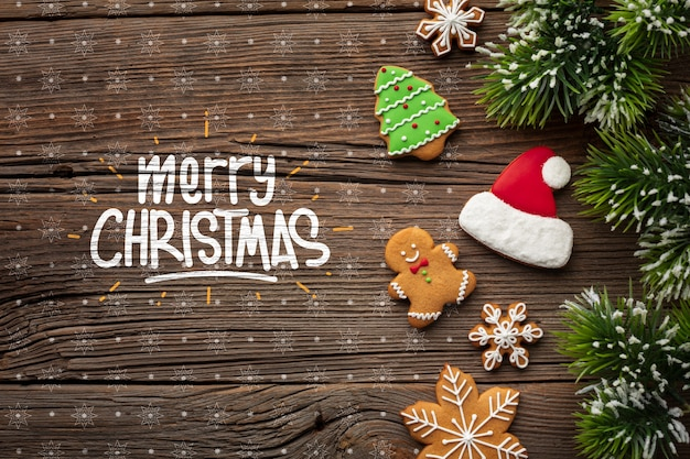 Frohe weihnachten mit lebkuchen- und weihnachtskiefernblättern