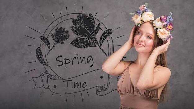 Frühlingsmodell mit stilvoller frau