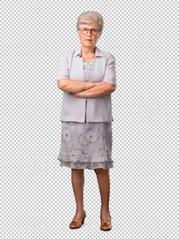Ganzkörper-seniorin sehr wütend und verärgert, sehr angespannt, wütend schreiend, negativ und verrückt